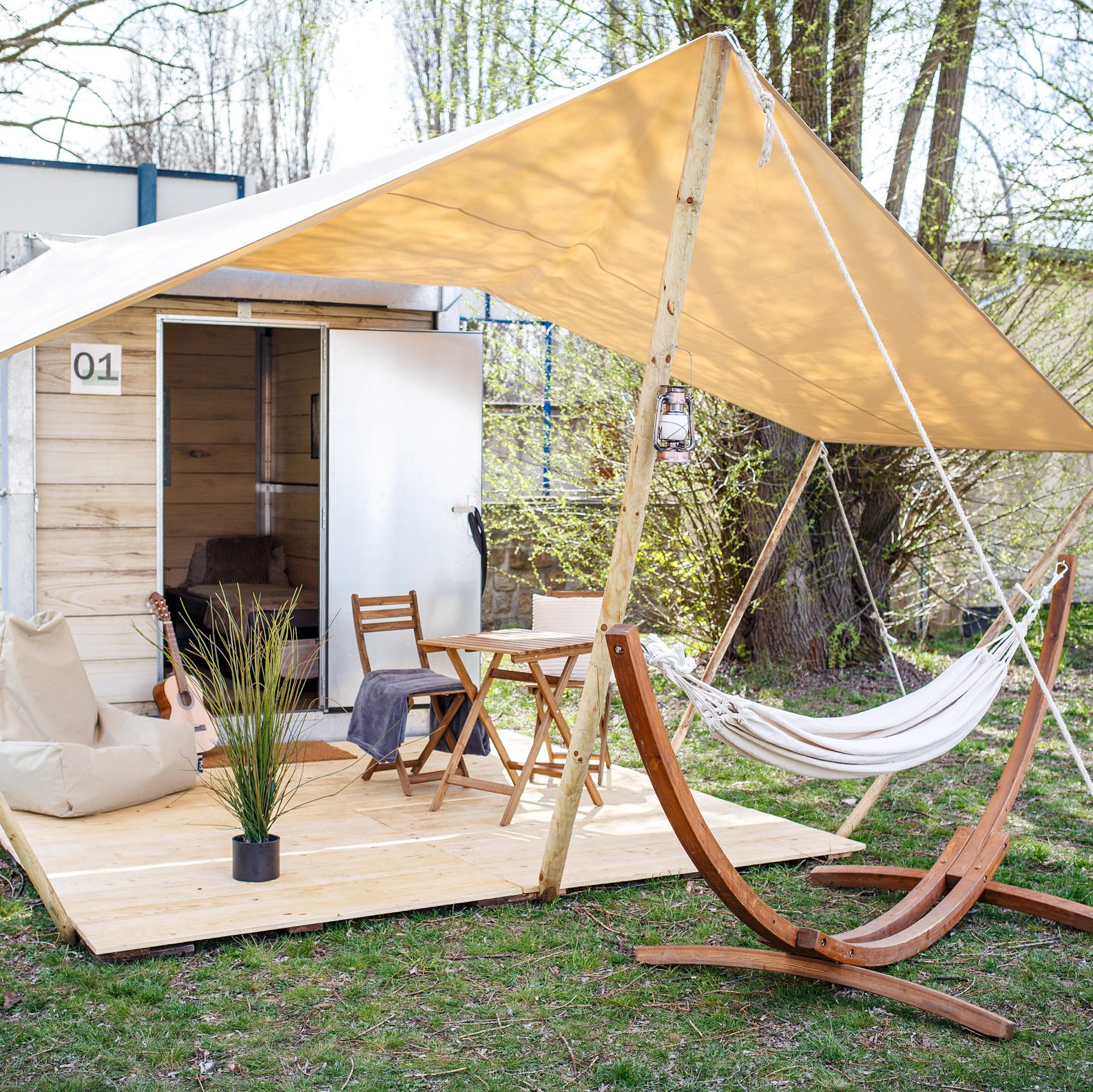 Glamping-Lodge-Camp-Moeve-outdoor